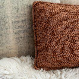 Bulky textures kussen breipakket hoooked bij wolzolder
